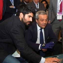 Luis-Castillo,-CEO-at-NeuroDigital-Technologies,-demostración-a-Vïctor-Calvo-Sotelo